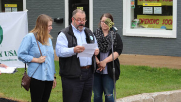 Bernie Vogel and his two daughters, Meredith and Audrey,  dedicated the tree to their late wife/mother,  Jeannie Vogel