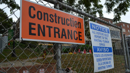 The fence surrounding the Decker College Center construction site has closed off the pathway between Whiteford Hall and the Center, raising concerns of accessibility. (Marya Kuratova / McDaniel Free Press).